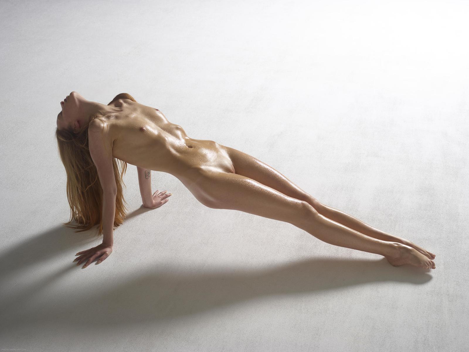 Sexy Nude Skinny Teen Babe In Heels