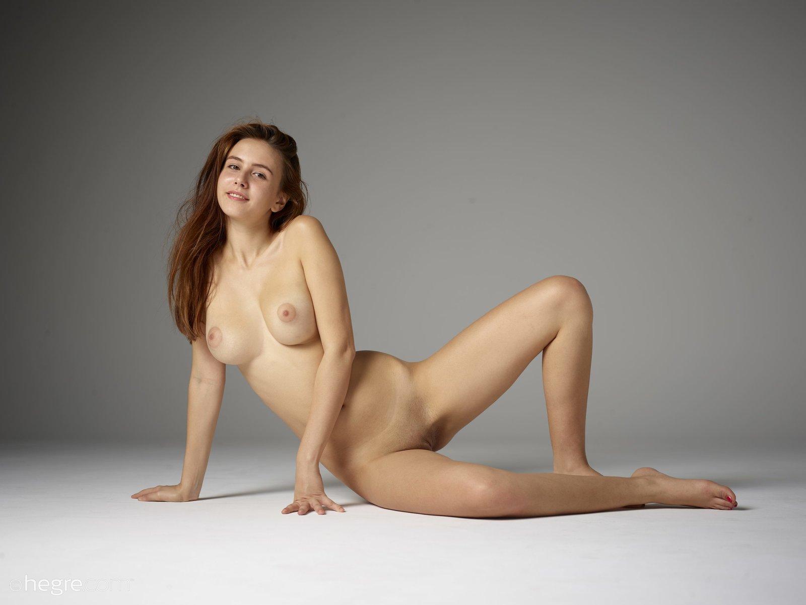Full figure women nude pics