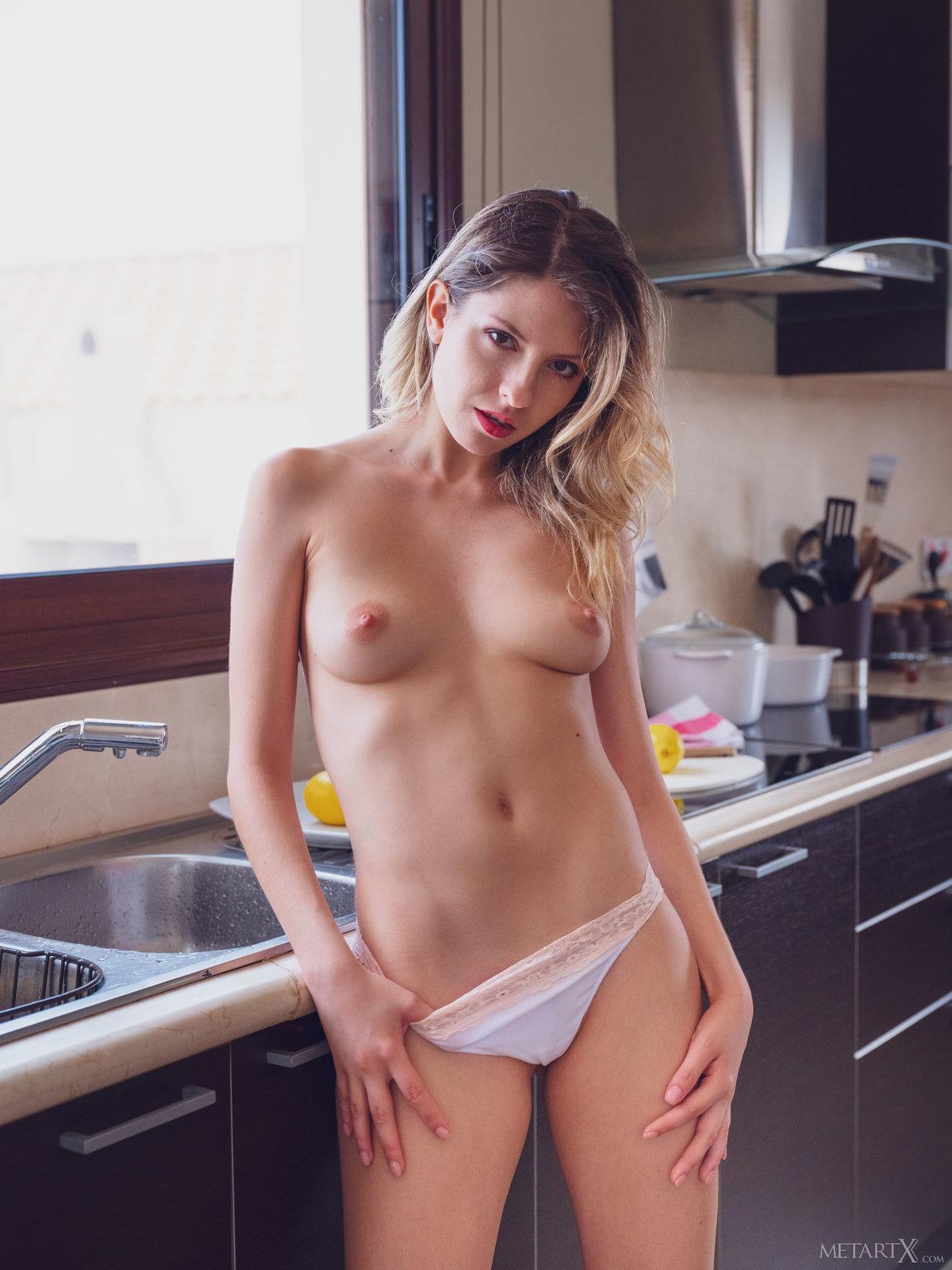 Good girl masturbates her friend till she cums