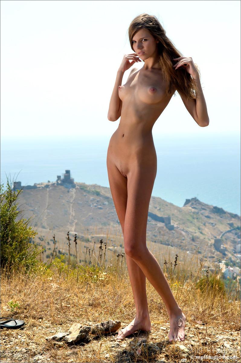 Tall girl nude selfie